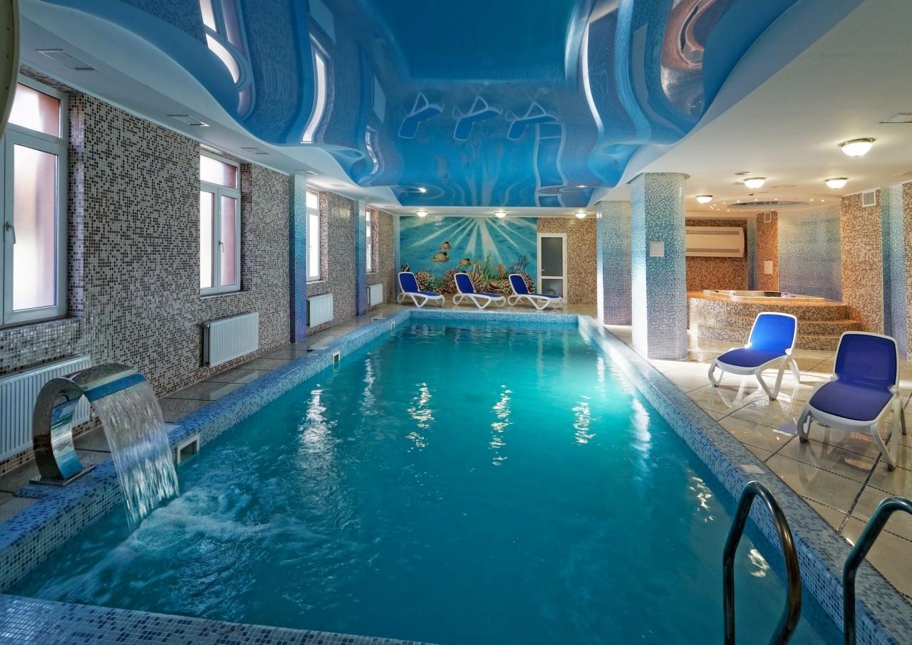 бассейн в курортно лечебном комплексе СВИТЯЗЬ